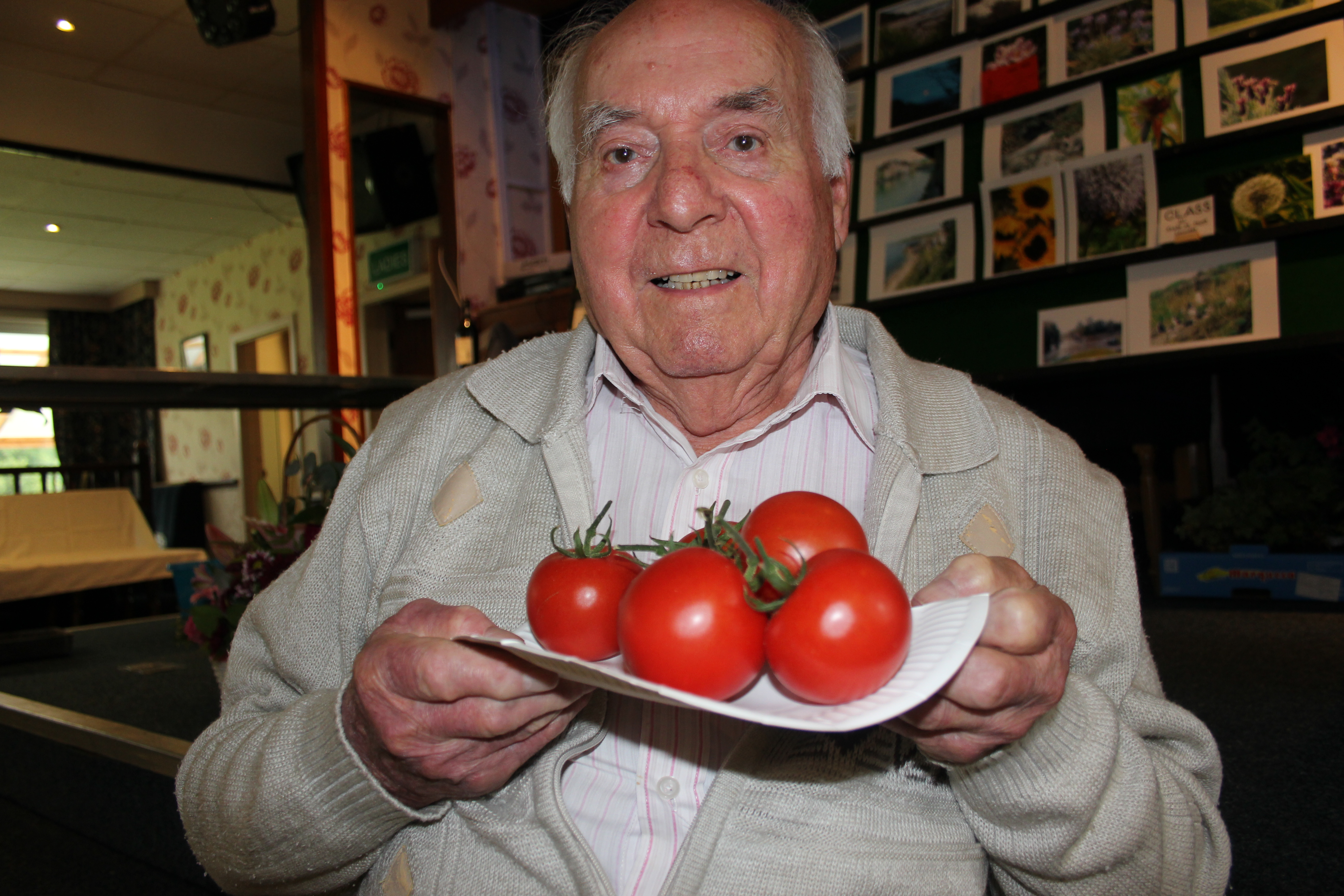 tomato men Just one serving a day of tomato-based foods 20 amazing health benefits of tomatoes that should which affects 1 in 8 men one key tomato nutrient that has.